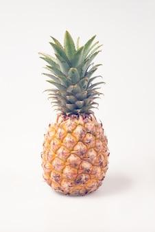 Ananas vintage sur fond blanc isolé
