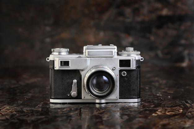 Ancien appareil photo argentique.