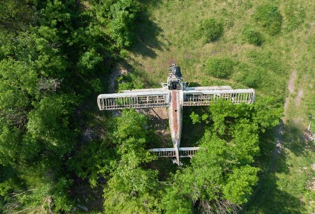 Ancien avion abandonné - vue de dessus