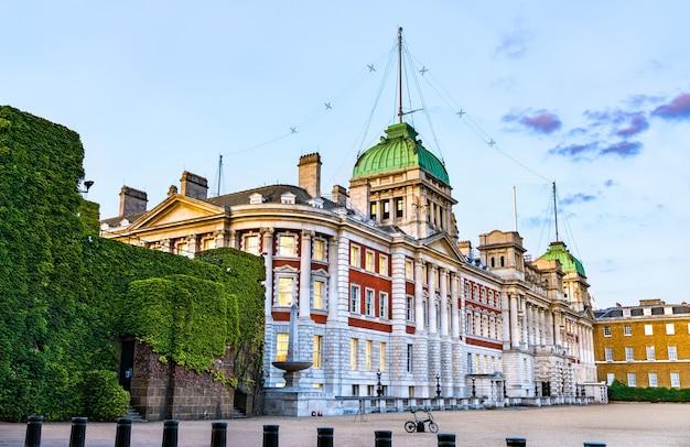 Ancien Bâtiment De L'amirauté Dans Le Centre-ville De Londres, Angleterre Photo Premium