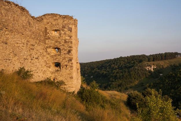 Ancien château du village de kudrinci, oblast de khmelnitska, ukraine.