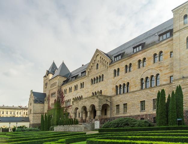 Ancien château impérial dans le centre-ville de poznan pologne