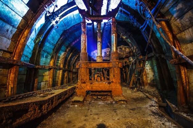 Ancien équipement dans une mine de charbon