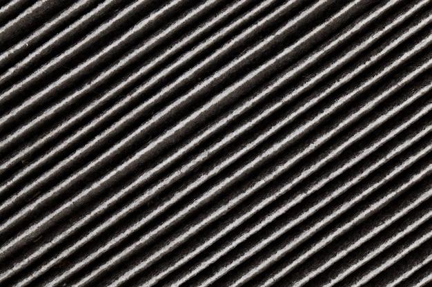 L'ancien filtre utilisé complètement sale est noir
