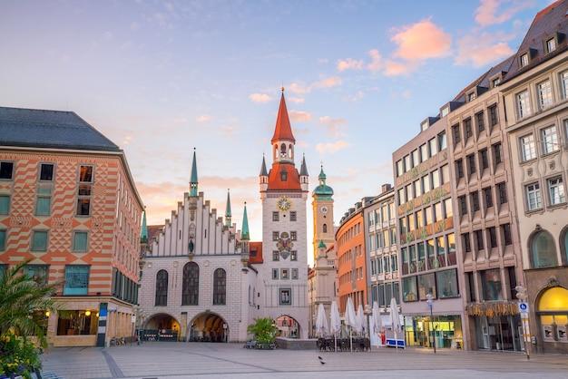 Ancien hôtel de ville sur la place marienplatz à munich, allemagne