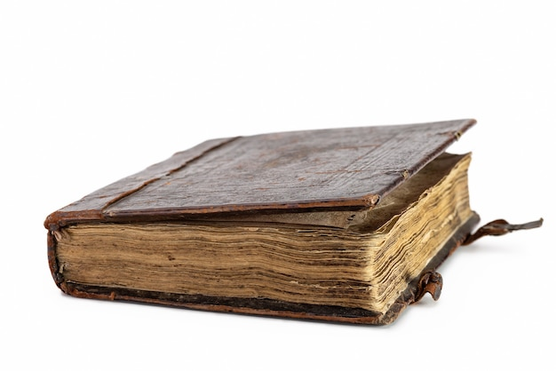 Ancien livre en cuir brun couverture avec attaches.