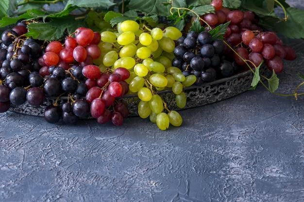 Ancien panier de l'auberge brosse de raisin rouge clair