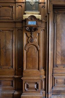 Ancien panneau décoratif en bois rétro ancien avec cadres dorés vintage.