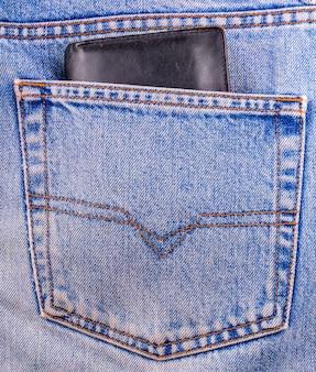 Ancien portefeuille noir montrant dans la poche arrière