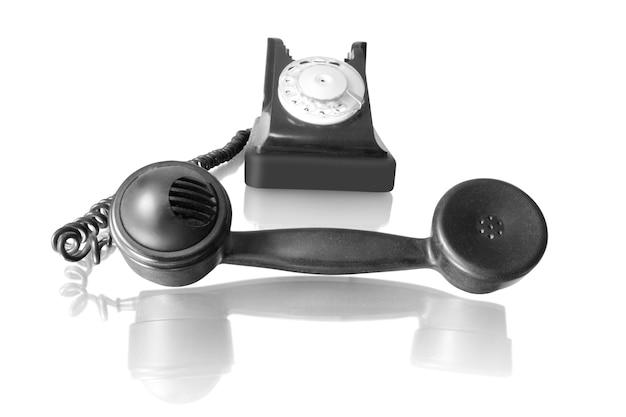 Ancien récepteur téléphonique avec téléphone rétro avec reflet isolé sur blanc