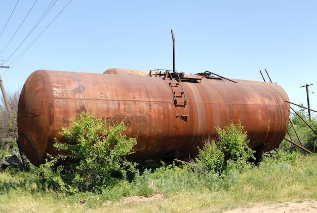 L'ancien réservoir de chemin de fer pour le transport d'huile minérale.