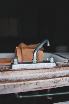 Ancien robinet d'évier
