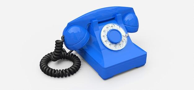 Ancien téléphone à cadran bleu sur une surface blanche