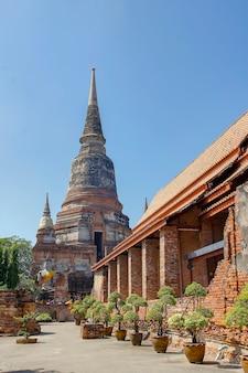 Ancien temple ancien dans la région du parc historique d'ayutthaya à la thaïlande