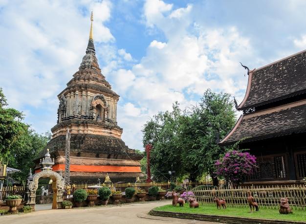 Ancien temple en bois à chiang mai, thaïlande