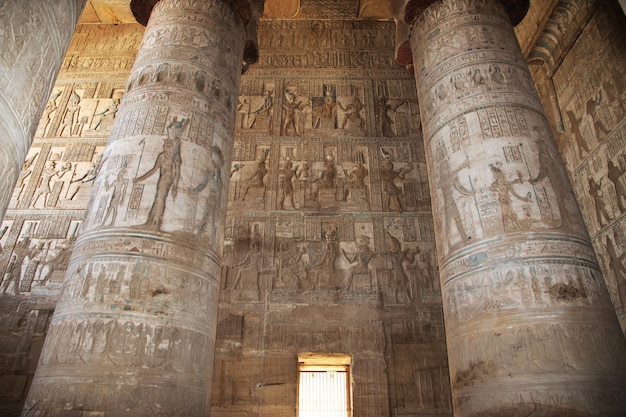 Ancien temple hathor à dendera, egypte