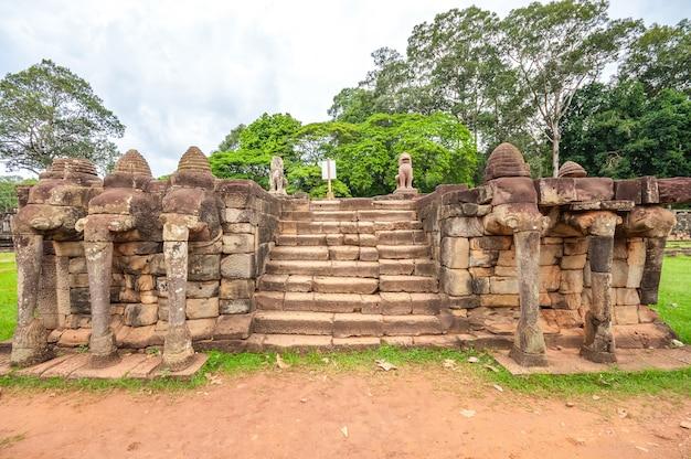 Ancien temple khmer bouddhiste à angkor wat, au cambodge.