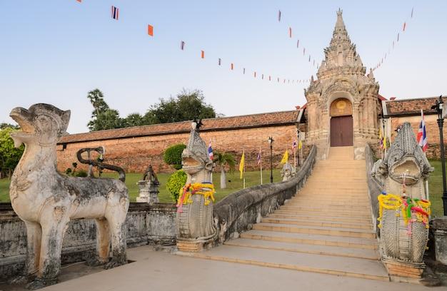 Ancien temple de wat phra that lampang luang en thaïlande