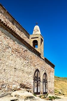 Ancienne basilique à uplistsikhe rockhewn town. patrimoine mondial de l'unesco en géorgie