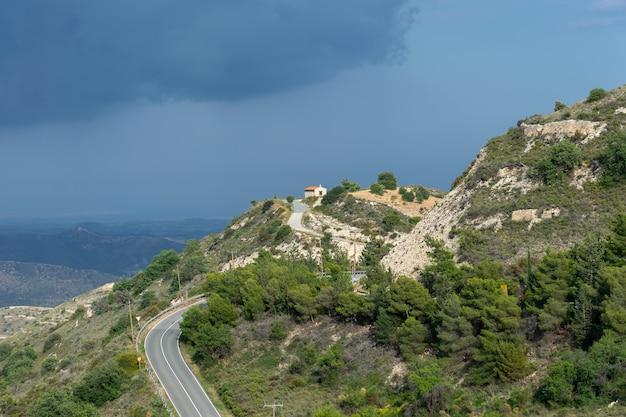 L'ancienne chapelle grecque est située au sommet de la montagne.