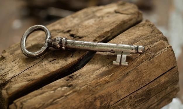 Ancienne clé ornée