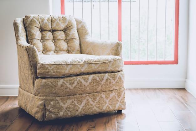 Ancienne décoration de fauteuil à la maison