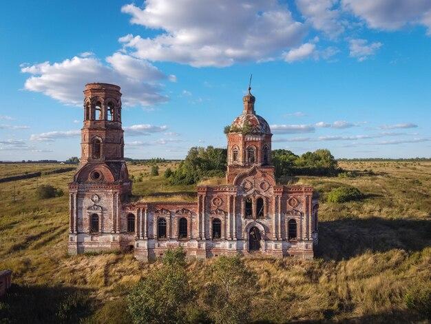 Ancienne église abandonnée et en ruine