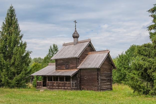 Ancienne église orthodoxe en bois