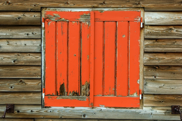 Ancienne fenêtre en bois