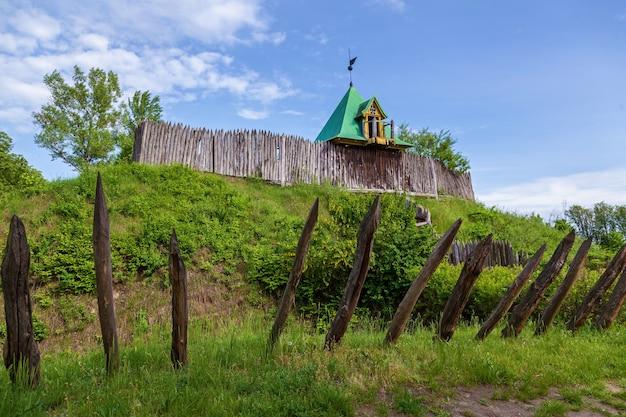 Ancienne forteresse en bois à pereyaslavkhmelnitsky ancienne forteresse en bois règlement traditionnel