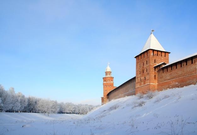 Ancienne forteresse sur la colline de neige