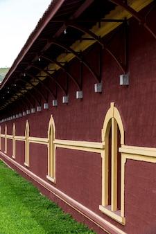 Ancienne gare, typique des chemins de fer du sud du brésil, dans la ville de guararema, état de sao paulo