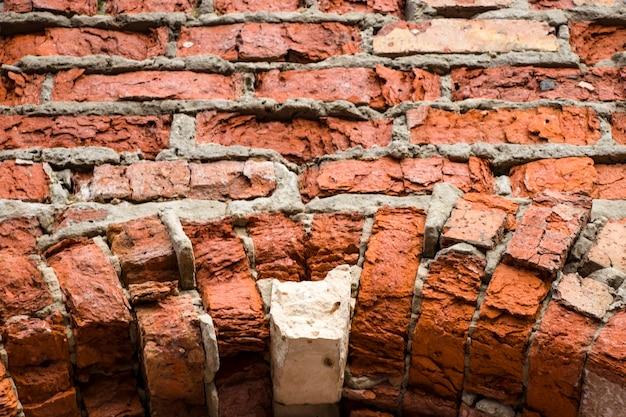 Ancienne maçonnerie en briques rouges. contexte pour la conception.