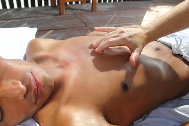 Ancienne maya massage thérapie pression du sternum