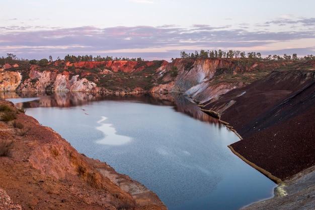 Ancienne mine d'extraction de cuivre abandonnée
