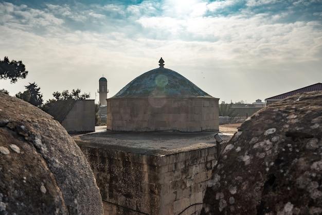 Ancienne mosquée située dans la région de mardakan, république d'azerbaïdjan