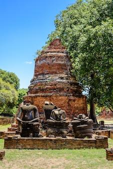 Ancienne pagode à wat phrasisanpetch (phra si sanphet). ville historique d'ayutthaya, thaïlande