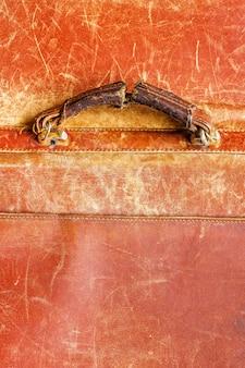 Ancienne poignée minable d'une mallette en cuir