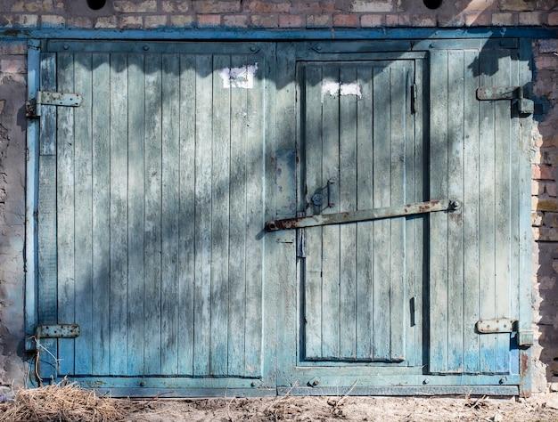 Ancienne porte d'entrepôt, hangar