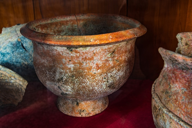 Ancienne poterie d'argile mise au jour en thaïlande.
