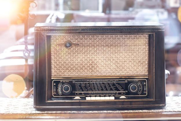 Ancienne radio vintage rétro