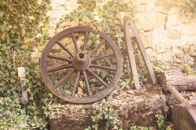 Ancienne roue de chariot