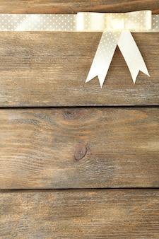 Ancienne surface en bois avec un bel arc