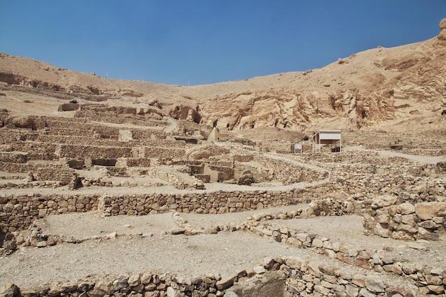 Ancienne vallée de la nécropole des artisans à louxor, égypte