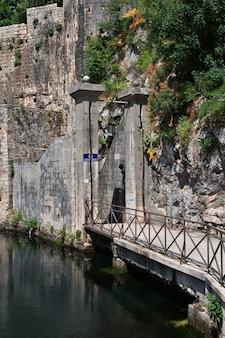 L'ancienne ville de kotor sur la côte adriatique, monténégro