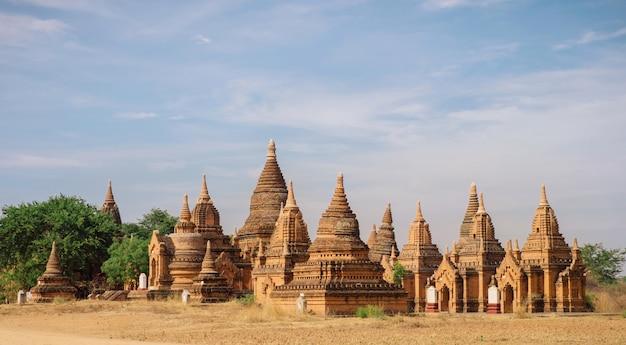 Anciens temples bouddhistes à bagan