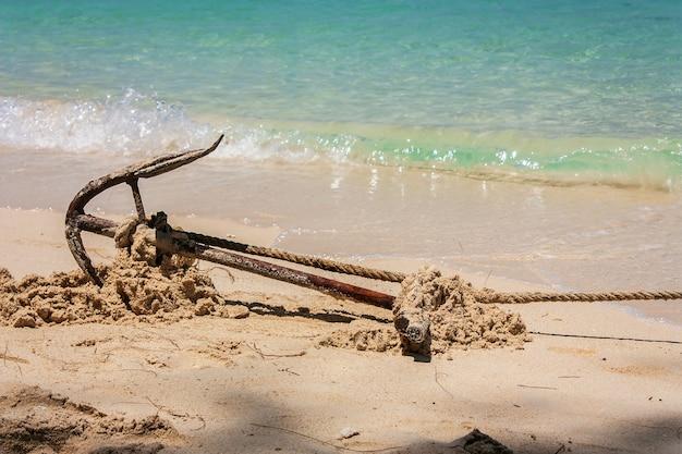 Ancre sur une plage pour ancres de bateaux