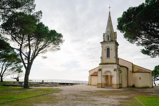 Andernos les bains église saint eloi dans le bassin d'arcachon aquitaine france