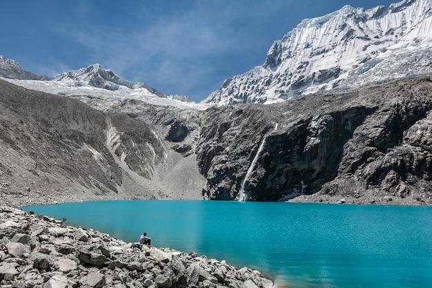 Andes péruviennes. lagon 69 eau turquoise