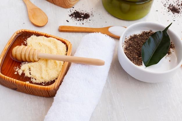 Angle élevé de beurre corporel sur fond en bois